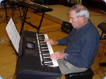Guest Vince Keene playing a Yamaha PSR-S950.