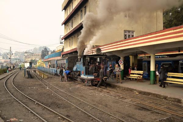дарджилинг железная дорога вокзал паровоз