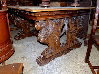 Антикварный резной стол 19-й век.