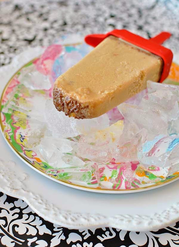 A popsicle recipe using only three ingredients: skinny cow candy, condensed milk & instant coffee. So easy and it sounds delicious!
