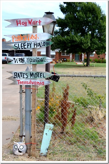DIY Creepy Halloween Sign