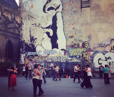 Paris, le weekend, #MySundayPhoto, travel, France, photography, street art, sacre coeur, graffiti, eiffel tower, Pompidou centre, sightseeing, Montmatre, music, busking, Argentine tango,