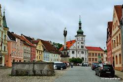 Za návštěvu kromě hradu stojí Barokní sloup Nejsvětější Trojice na náměstí, kostel sv. Václava, ve kterém se nachází oltář s obrazem připisovaným Petru Brandlovi.