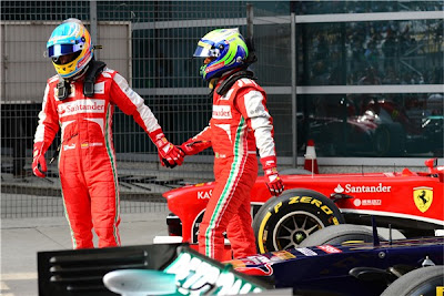 Фелипе Масса и Фернандо Алонсо держатся за руки на Гран-при Китая 2013