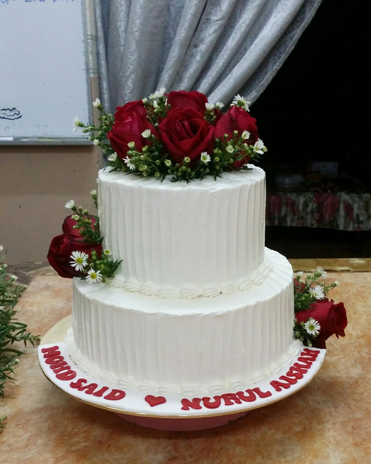 Jasmeen Home Delight: 2tier wedding cake - red fresh roses