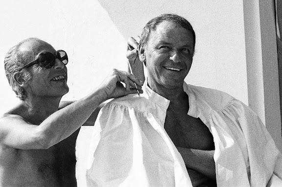 Eté 72, piscine de l'Hotel du Palais, séance coiffeur par son ami Guy d'Arcangues