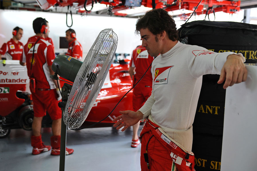 Фернандо Алонсо и большой вентилятор на Гран-при Малайзии 2012