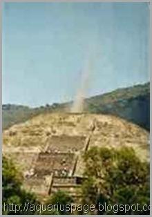 piramide-asteca-feixe-de-luz