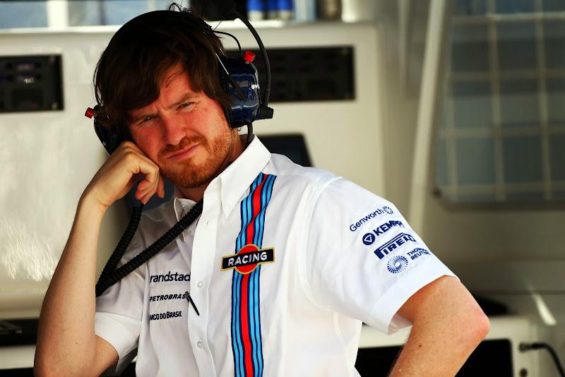 Роб Смедли на командном мостике Williams на Гран-при Бахрейна 2014