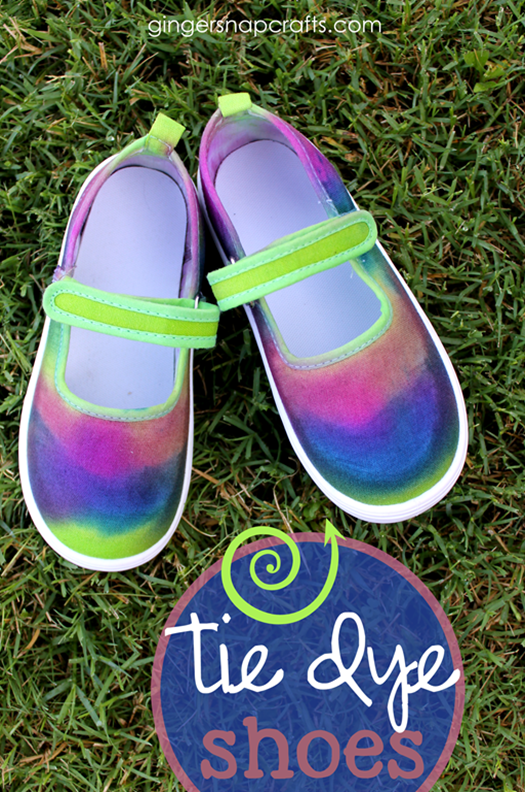 Tie Dye Shoes for #backtoschool at GingerSnapCrafts.com #tiedyeyoursummer #ilovetocreate #tdys #ad_thumb[6]