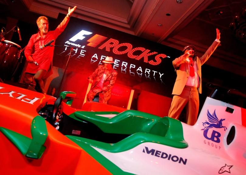 Эдди Джордан играет вместе с The Cuban Brothers на F1 Rocks India Afterparty Гран-при Индии 2011
