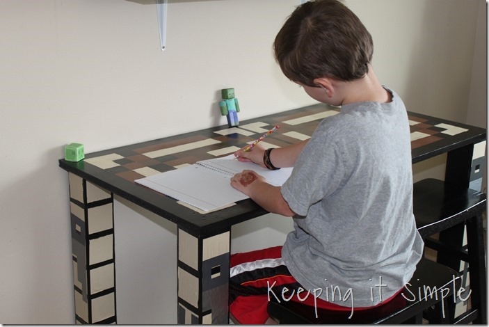 DIY-Minecraft-Crafting-Table (43)