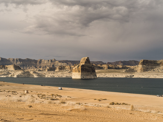 Declining water levels in Lake Powell are visible in the 'bathtub ring' on the surrounding landscape, 16 June 2015. Photo: Michael Friberg / ProPublica