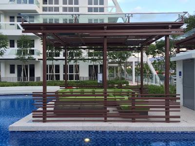 Swimming pool resting area