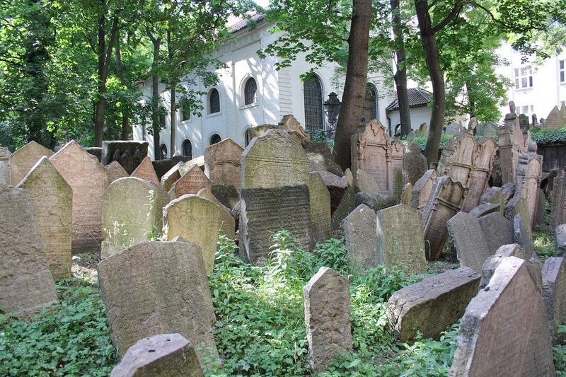 old-jewish-cemetery-2