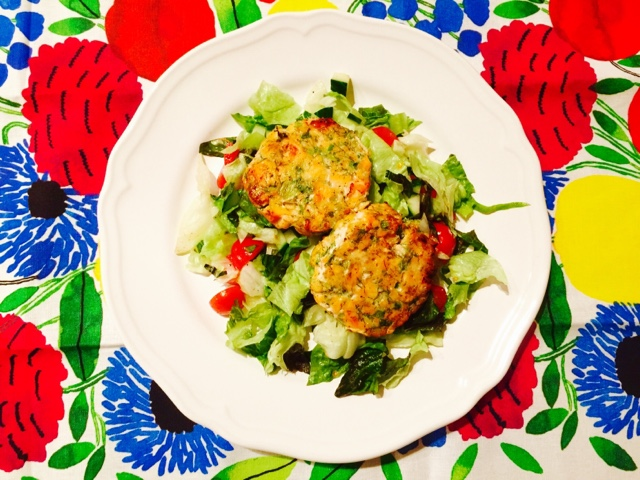 Salmon patties with spring onion and dill