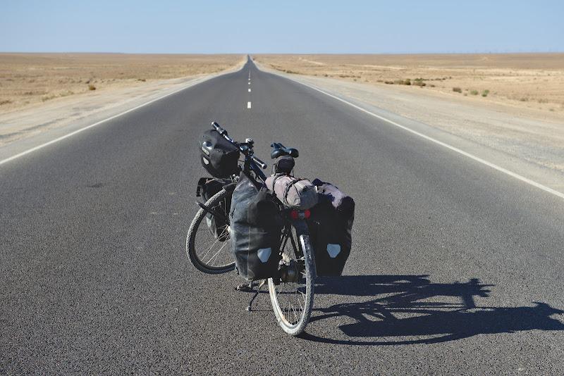 Asfaltul perfect pe ceea ce acum cativa ani era considerat cel mai prost drum din lume.