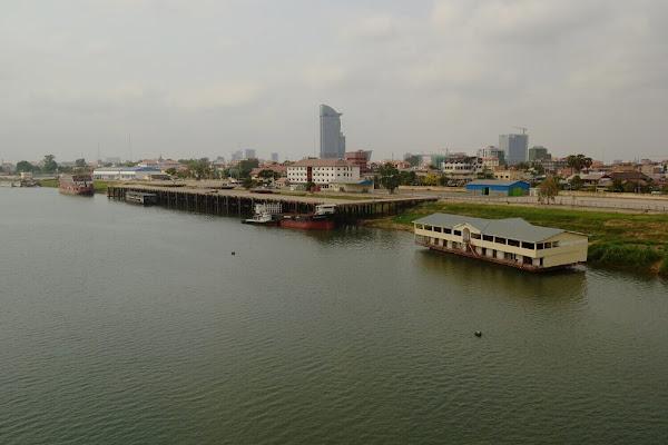 Река Tonle Sap.