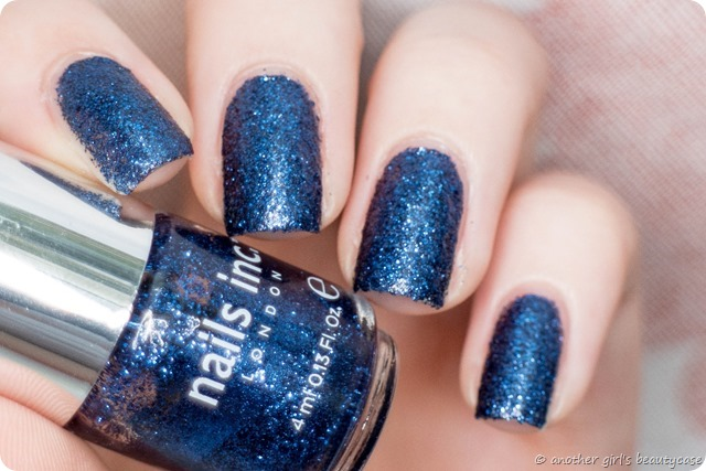 LFB Marineblau Navy blue liquid sand glitter nails inc sloane gardens swatch-4