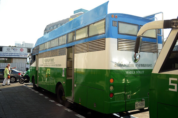 Бангкок мобильные туалеты автобус
