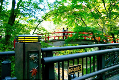 Momiji-bashi (Maple bridge) over the Kajika-bashi (Kajika bridge)