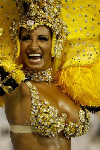 Carnaval 2010 – Desfile da Escola de Samba Águia de Ouro na noite de hoje no Sambódromo do Anhembi, Zona Norte, São Paulo, SP. Na foto: a modelo Cinthia Poderosa. Fotógrafo: Léo Pinheiro