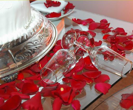 hibiscus wedding table decor