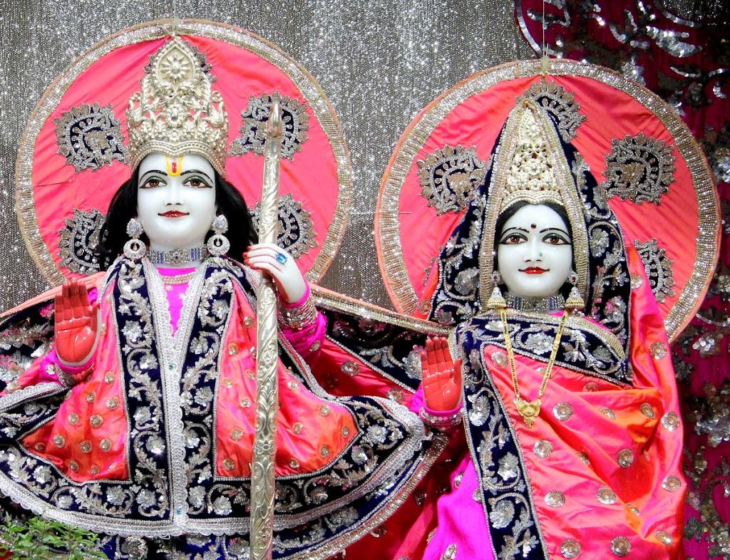 ISKCON Juhu Mangal Deity Darshan 14 Jan 2016 (23)