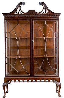 Красивый шкафчик в стиле Чиппендейл. Англия 19-й век. 8000 евро.