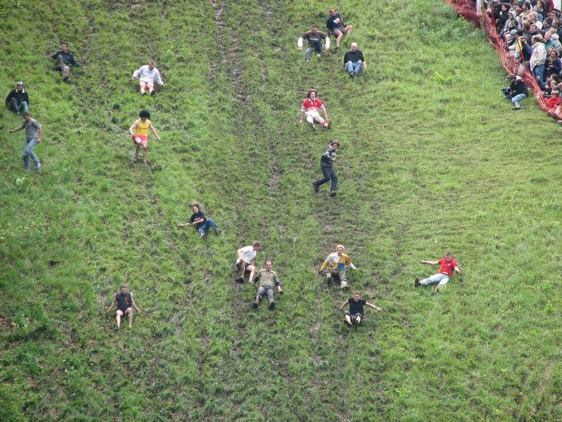 cooper-hill-cheese-rolling-12