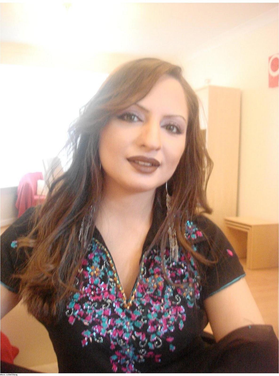 blue shade of eye-makeup