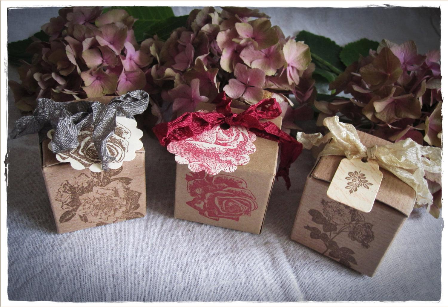 tag on wedding favor boxes