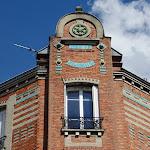 Immeuble : fronton et céramique
