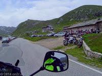 Auf dem Rückweg vorbei am Rifugio Savoia, über die Scheitelhöhe des Colle del Nivolet, kurvenreich hinunter ins Valle di Locana und zurück in die heiße Po-Ebene.