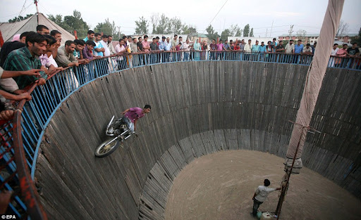Defying gravity: Wall of Death