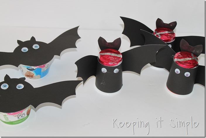 #ad Halloween-snack-idea-Bat-yogurt-with-printable #SnackandSmile (5)