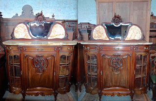 Пара красивых комодов. 19-й век. Зеркало, мрамор, выдвижные ящики, две стеклянные дверки, одна резная дверка, гнутые ножки. 154/65/190 см. 9000 евро.