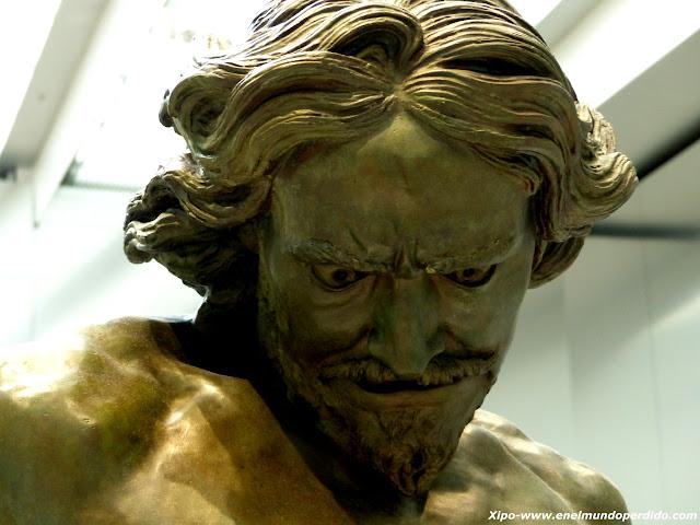 escultura-museo-louvre.JPG