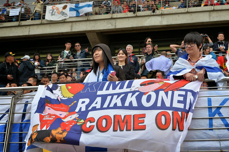баннер болельщиков Кими Райкконена на трибуне Гран-при Китая 2014