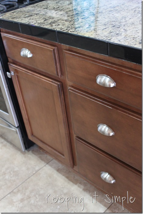 how-to-install-kitchen-cabinet-hardware (24)