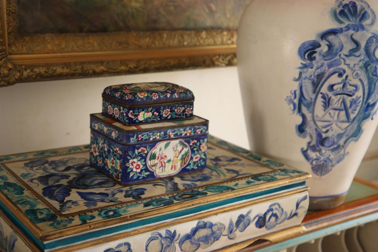 vase and decorative box,