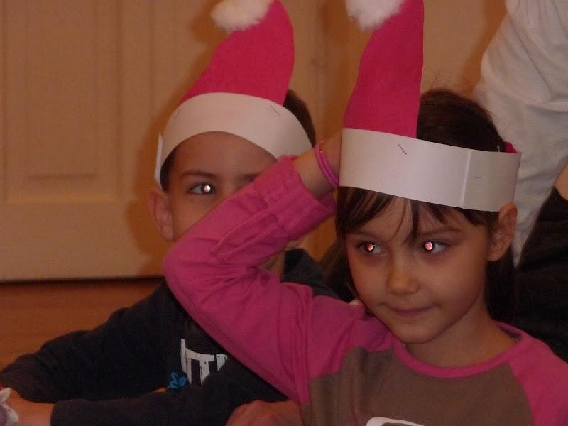 Kép a mikulássapkás gyerekekről
