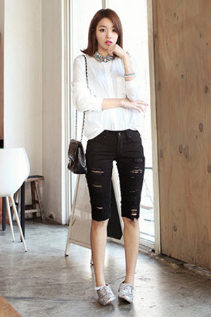 2 phong cach don gian voi jeans rach  8