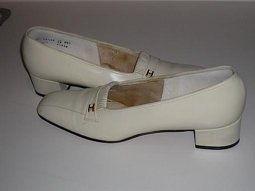 Labels: bridal shoes, ivory