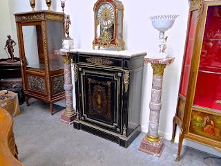 Две мраморные колонны. 19-й век. Мрамор, бронза. Высота 110 см. 7000 евро.