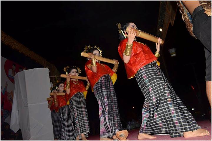 tarian sikola paqbanua festival budaya polman 2015