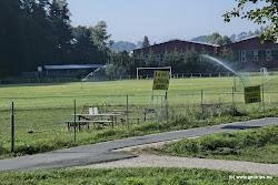 Možno je využít též tábořiště u kryté lávky vedle fotbalového hřiště na pravém břehu. Kem U Piráta a Tábořiště Slavoj.