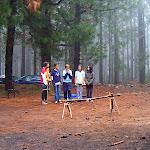 Los lobatos antes de saltar el tronco que simboliza el paso a la Unidad Scout