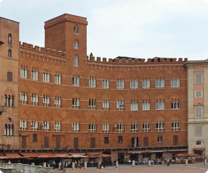 siena-palazzopiccolominisiena_thumb2