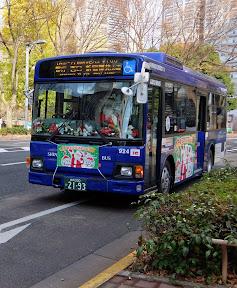 サンタが乗ってる〝京王のクリスマスバス〟(2014)